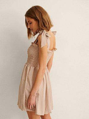 Trendyol Miniklänning Med Knytdetalj På Axlarna rosa
