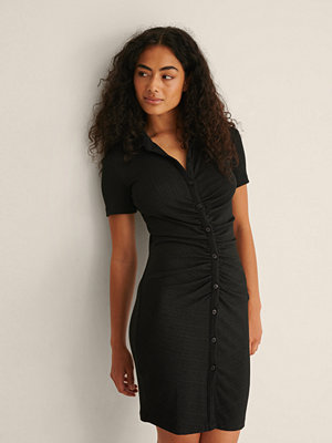 Festklänningar - NA-KD Trend Kortärmad Ryschad Klänning svart