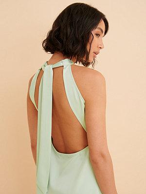 Curated Styles Recycled Omlottklänning I Satin grön