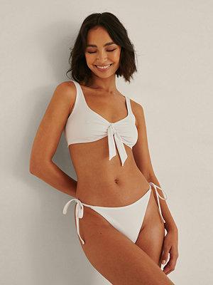 Rianne Meijer x NA-KD Recycled Bikinitrosa Med En Rem vit