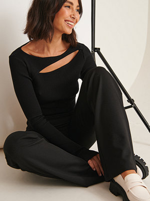 Sofia Coelho x NA-KD Långärmad Topp Med Utskurna Detaljer Fram svart