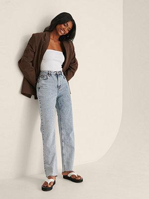 Jeans - NA-KD Trend Ekologiska Raka Jeans Med Hög Midja Och Rå Fåll blå