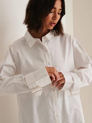 Skjortor - Sofia Coelho x NA-KD Oversize Skjorta Med Spänne vit