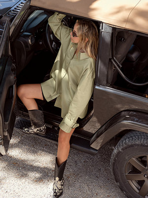 Skjortor - Sofia Coelho x NA-KD Oversize Skjorta Med Spänne grön