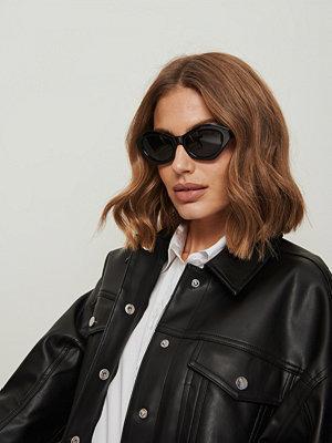 NA-KD Accessories Cateye Solglasögon Med Fyrkantig Båge svart