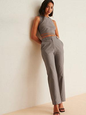 Viktoria & Charline x NA-KD Kostymbyxor grå omönstrade