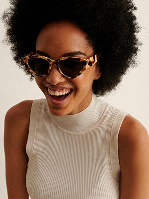 Solglasögon - NA-KD Accessories Solgalsögon Med Droppform Och Rak Kant beige