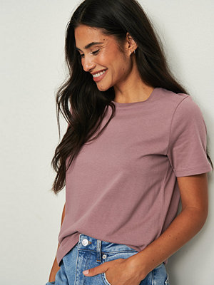 NA-KD Basic T-Shirt I Ekologisk Bomull Med Rund Hals lila