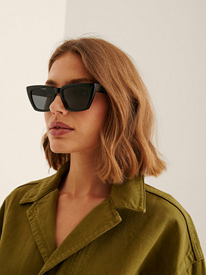 Solglasögon - NA-KD Accessories Återvunna Basic Fyrkantiga Solglasögon svart