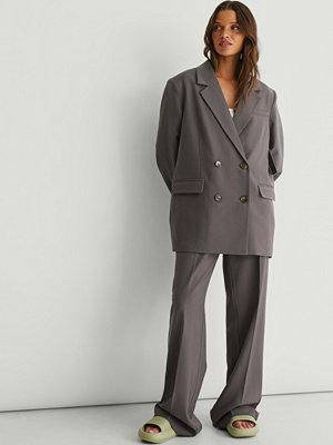 NA-KD Classic Återvunna Skräddarsydda Kostymbyxor grå