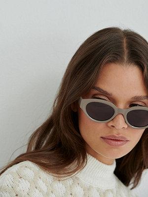 Solglasögon - Anna Briand x NA-KD Droppformade Solglasögon grå