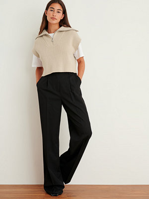NA-KD Trend svarta byxor Tungt kostymbyxa med en hög midja svart