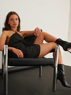 NA-KD Trend Miniklänning I Halterneckmodell svart