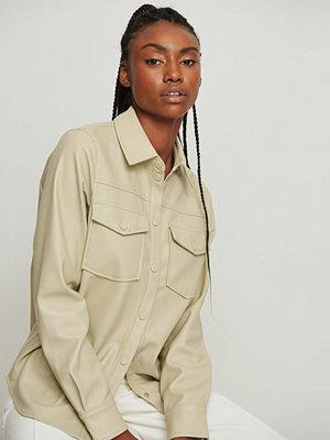 NA-KD Trend Pu-Skjorta Med Dubbla Fickor beige