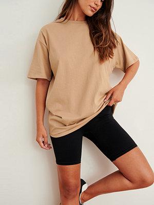 NA-KD Basic Ekologisk Oversize T-Shirt Med Rund Hals brun