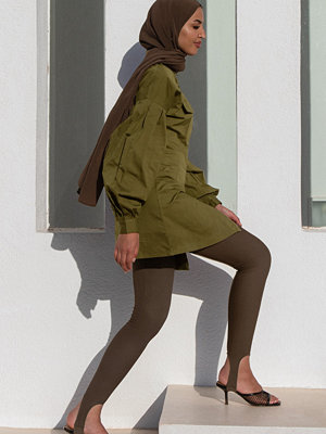 Leggings & tights - Khaoula x NA-KD Sirrupleggings med detalj brun