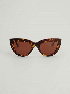 Solglasögon - NA-KD Accessories Chunky kattögonformade solglasögon i acetat brun