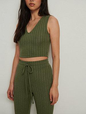 NA-KD Trend Ribbstickat linne grön