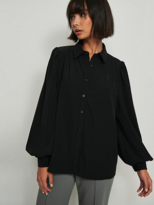 NA-KD Classic Långärmad Skjorta Med Vid Samlad Ärm svart
