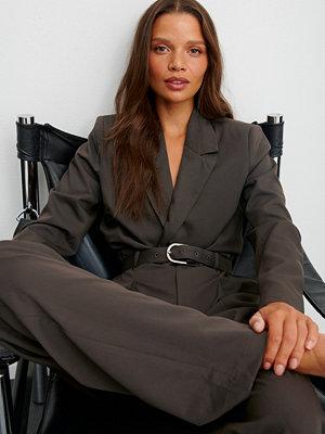 Claire Rose x NA-KD Jumpsuit Med Bälte brun