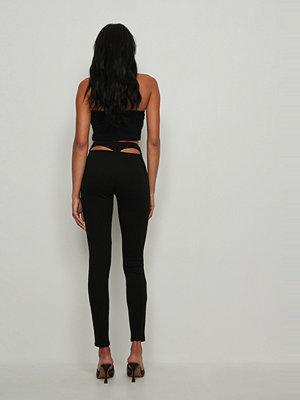 Leggings & tights - NA-KD Trend Ribbade byxor med utskurna partier i midjan svart