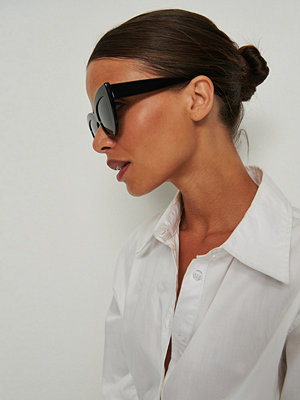Solglasögon - NA-KD Accessories Chunky kattögonformade solglasögon i acetat svart