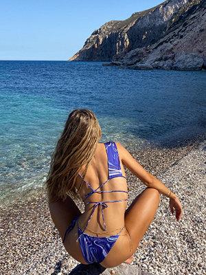 Hanna Schönberg x NA-KD Recycled Bikinitopp Med En Asymmetrisk Remdetalj lila