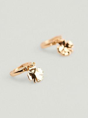 NA-KD Accessories smycke Återvunna hopps med hängande klöver guld