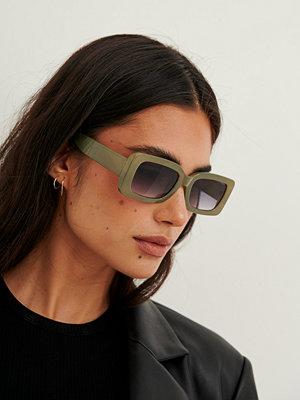 Solglasögon - NA-KD Accessories Retrosolgalsögon Med Breda Bågar grå