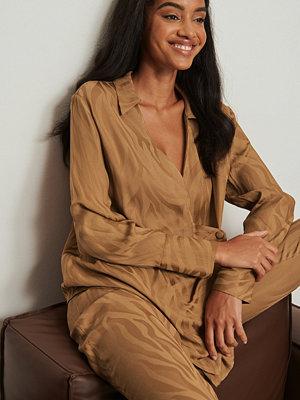 NA-KD Trend Assymetrisk zebraskjorta brun