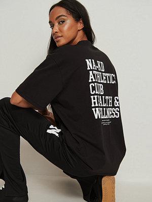 NA-KD Trend Ekologisk oversize T-shirt med hög krage svart