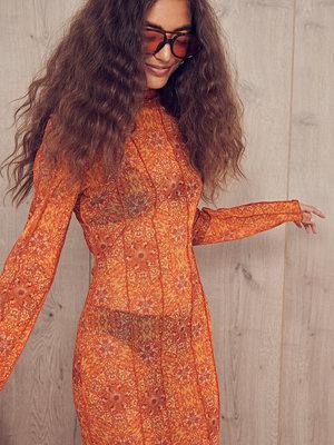 NA-KD ART Midiklänning i mesh orange