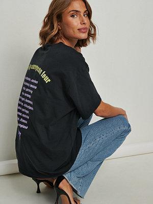 NA-KD Trend Ekologisk tryckt oversize t-shirt grå