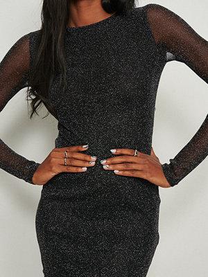 NA-KD Party Glittrig miniklänning med långa ärmar svart