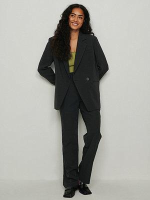 NA-KD Trend Återvunna kostymbyxor med veck och raka ben svart