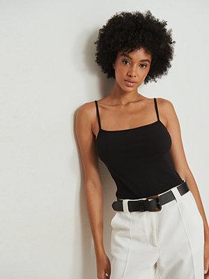 NA-KD Basic Ekologiskt linne med tunna axelband svart