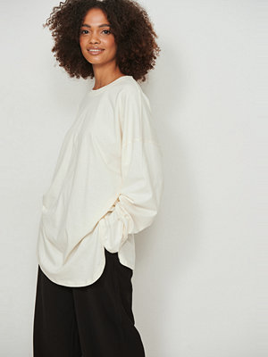 NA-KD Basic Ekologisk oversize t-shirt med sidoslits offvit