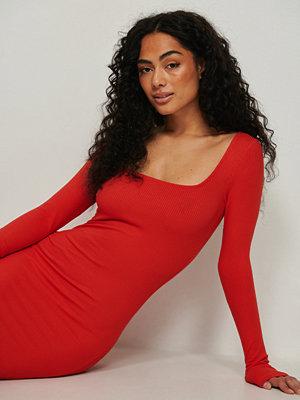 NA-KD Ribbstickad miniklänning med fyrkantig halsringning röd