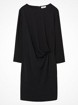 Gant G1. Solid Drape Dress