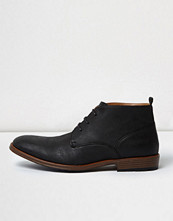 Boots & kängor - River Island Black perforated chukka boots