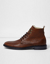 Boots & kängor - River Island Brown tumbled leather borg lined boots