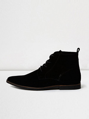 Boots & kängor - River Island Black suede pointed desert boots