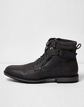 Boots & kängor - River Island Grey buckle lace up boots