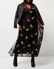 River Island Plus Black floral embroidered maxi dress