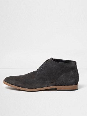 Boots & kängor - River Island Grey suede chukka boots