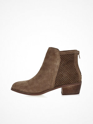 Boots & kängor - River Island Brown perforated suede ankle boots
