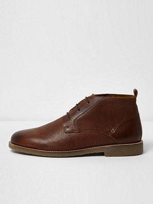 Boots & kängor - River Island Brown textured leather chukka boots