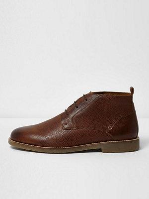 Boots & kängor - River Island Brown textured leather chukka boots
