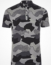 Pikétröjor - River Island Black abstract camo muscle fit polo shirt
