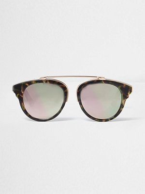 Solglasögon - River Island Brown camo print pink mirror sunglasses